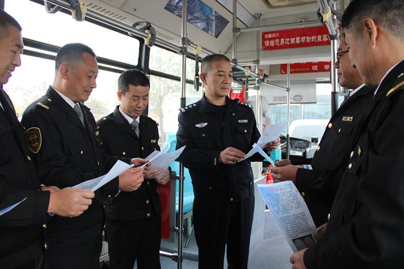 """青岛公交给驾驶员上安全课 学会""""心理刹车""""远离路怒"""