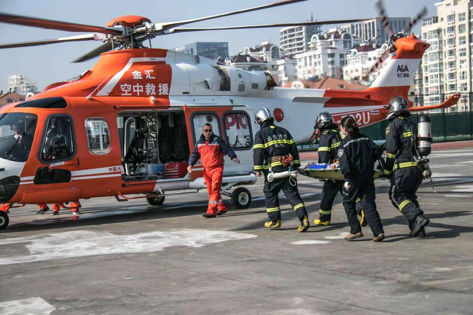 青岛校园应急救援演练 发生险情直升机最快10分钟到达