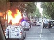 45秒丨墨尔本市中心传出多次爆炸声 黑人男子持刀袭警