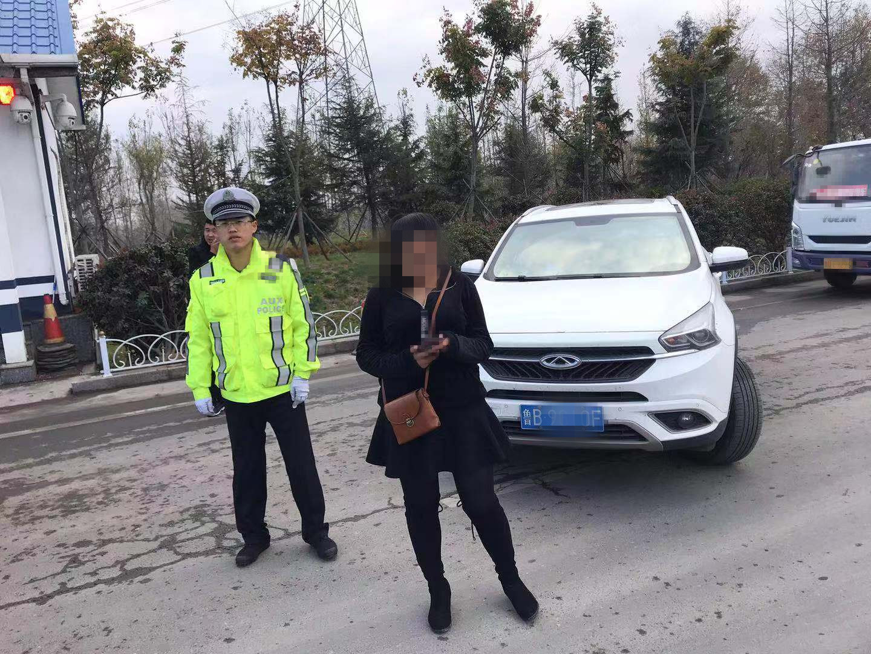 刚考完科目三 青岛女司机迫不及待上高速练车被查