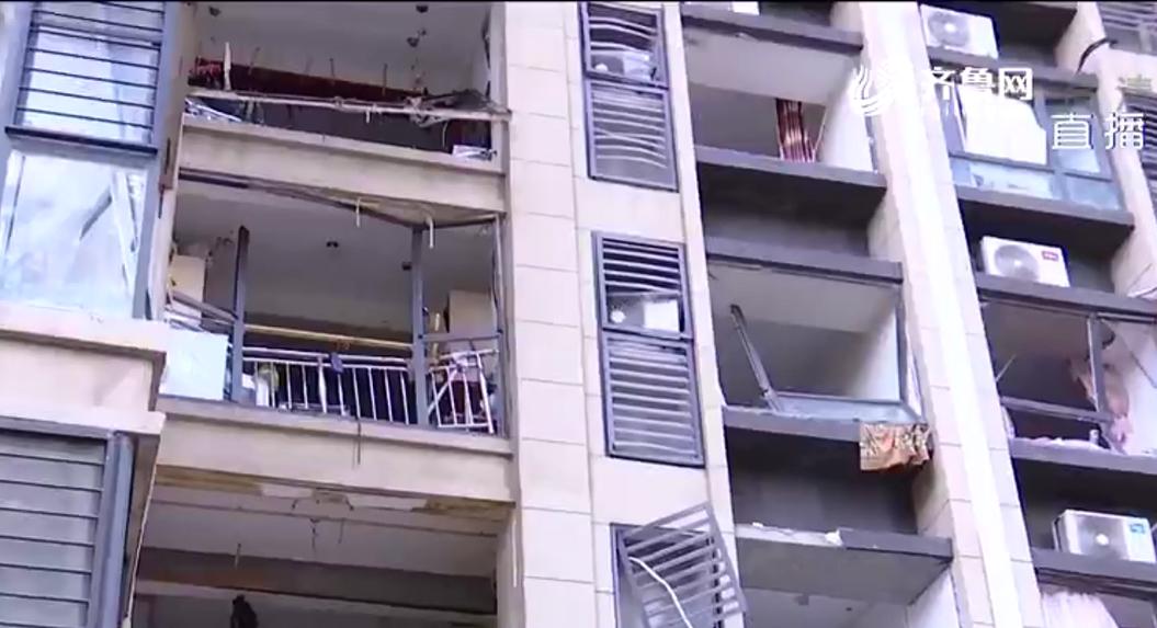 """燃气闪爆!青岛送奶工""""逆行""""上楼 连爬23层救了全楼180户居民"""