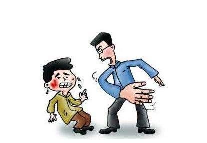 青岛:孙子被同学踢伤竟怪罪殴打班主任? 警察:拘留10日