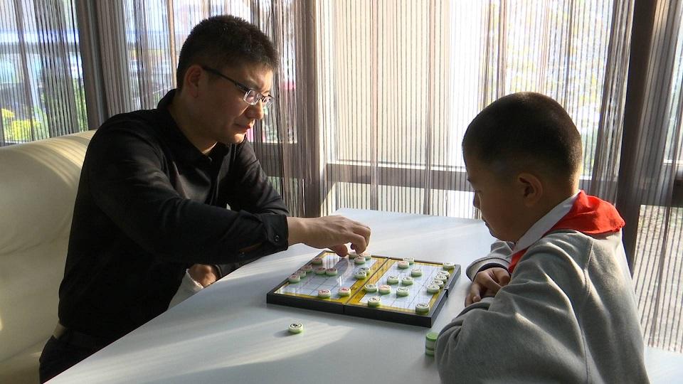 86秒丨既是师徒又是对手 济南这对父子搭档夺全国象棋冠军