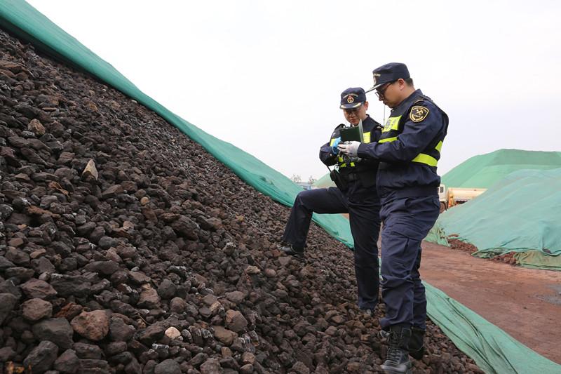 青岛海关查获非法入境固体废物3.18万吨