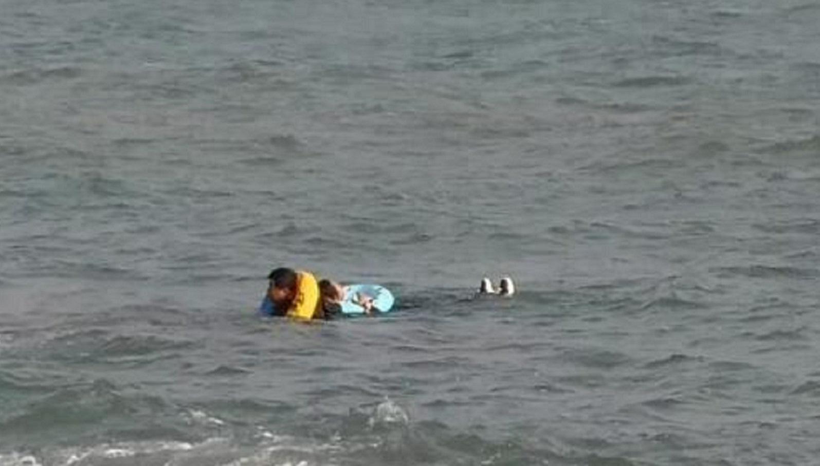 """56秒丨""""青岛大爷""""冰海中救人后悄然离开 全城寻找救人英雄"""
