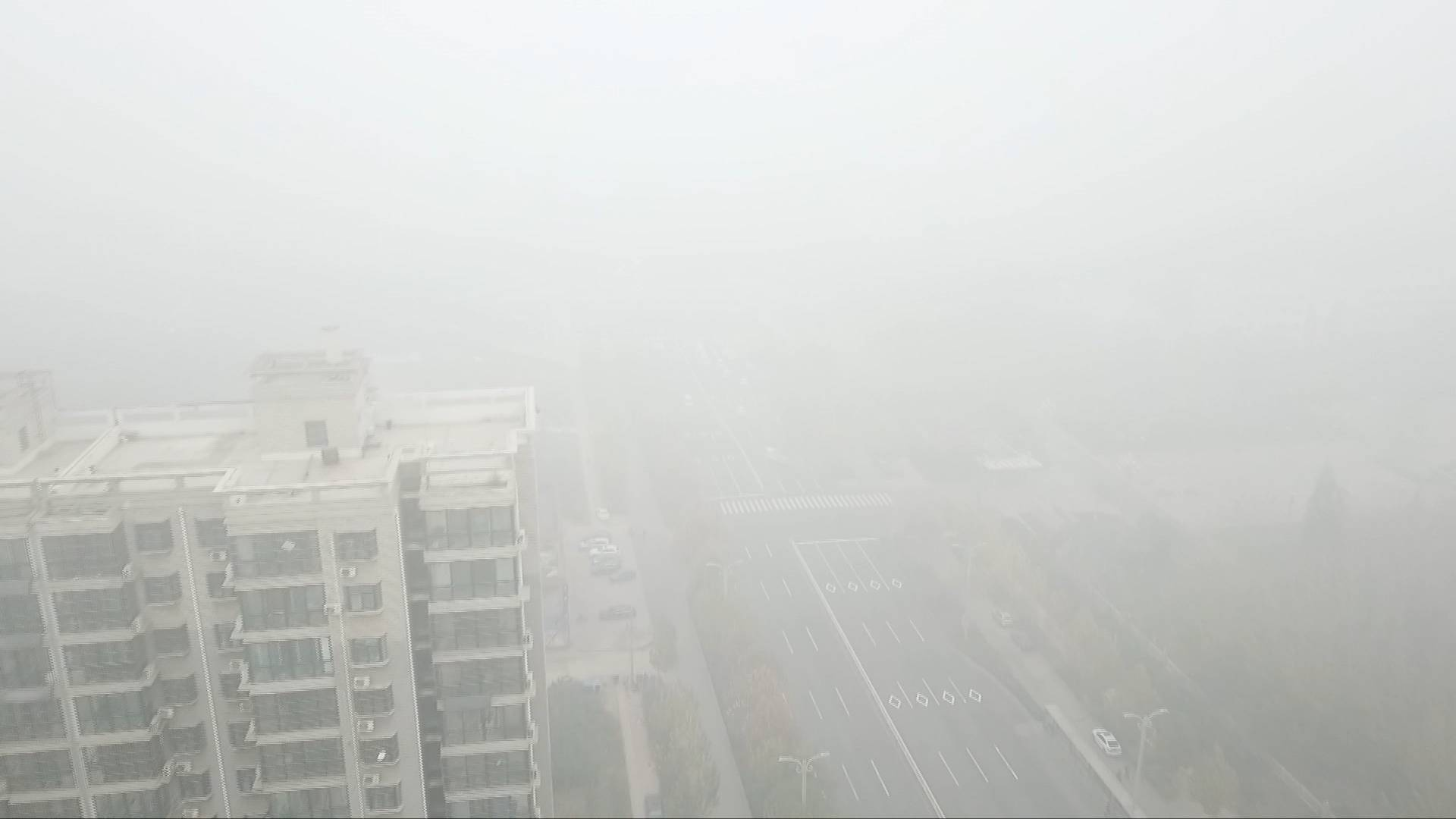 57秒 |  实拍山东各地今晨大雾 多条高速临时封闭