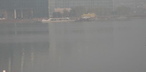 滨州出现能见度不足50米浓雾 通往北京方向高速禁止通行