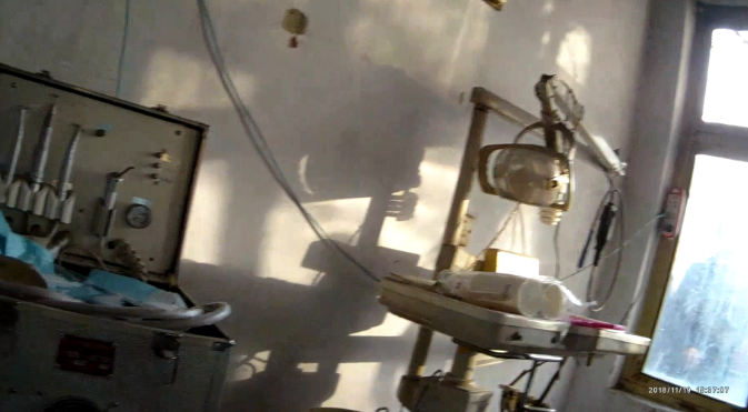 42秒丨淄博一村中隐匿黑牙医诊所:白大褂变黑大褂 室内异味浓