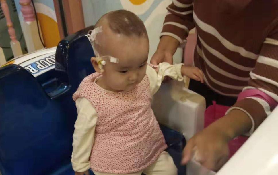 女婴患先天性克罗恩病治疗费需要60万元 愁坏了农民父亲