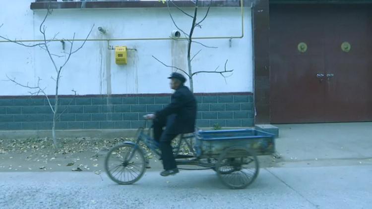 广饶八旬老人蹬着旧三轮赶集意外走失 好心人一路打听将其送回家