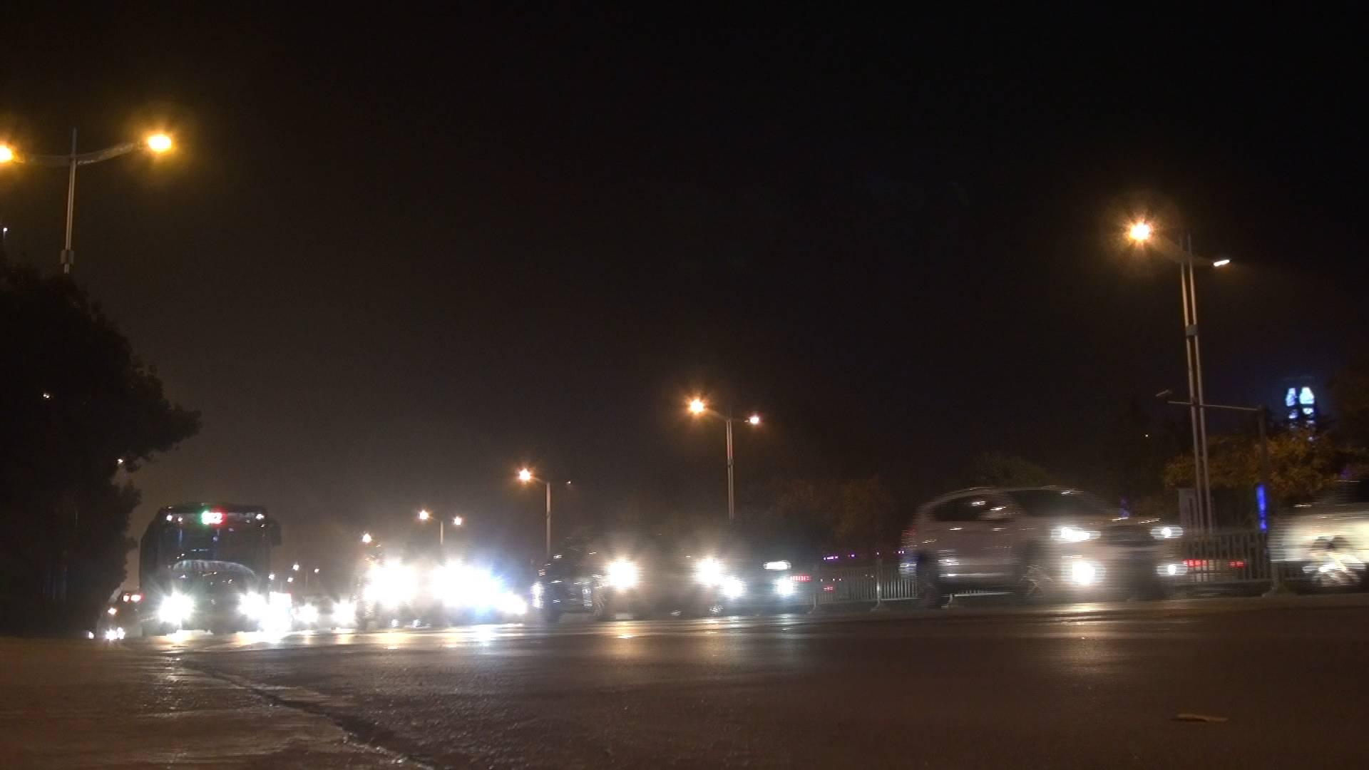33秒 | 行驶中滥用远光灯害人害己!听听医生讲什么叫光毒性
