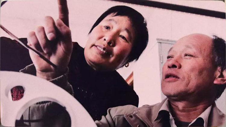 东营夫妻放映员行走乡村40余年 义务为大家放电影