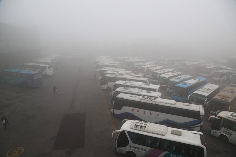青岛汽车总站部分线路受大雾影响暂缓发车