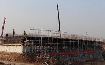 刚刚,京沪高速改扩建工程罗庄互通立交桥连续梁完成浇筑