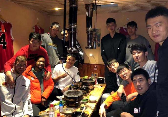 莫泰请山东男篮全队吃烤肉 两将休息时间选择加练