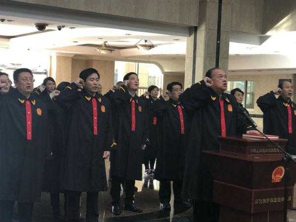 国家宪法日|日照中院举行员额法官宪法宣誓仪式
