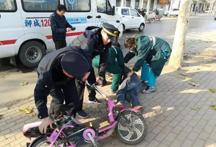 临清一男子骑电动车倒地颅内出血 幸遇执法人员及时救助