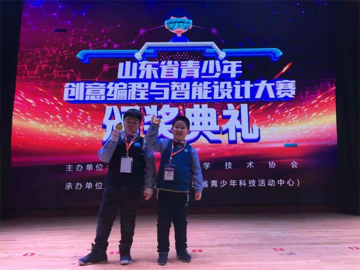 潍坊七岁小学生斩获首届青少年智能设计大赛金奖