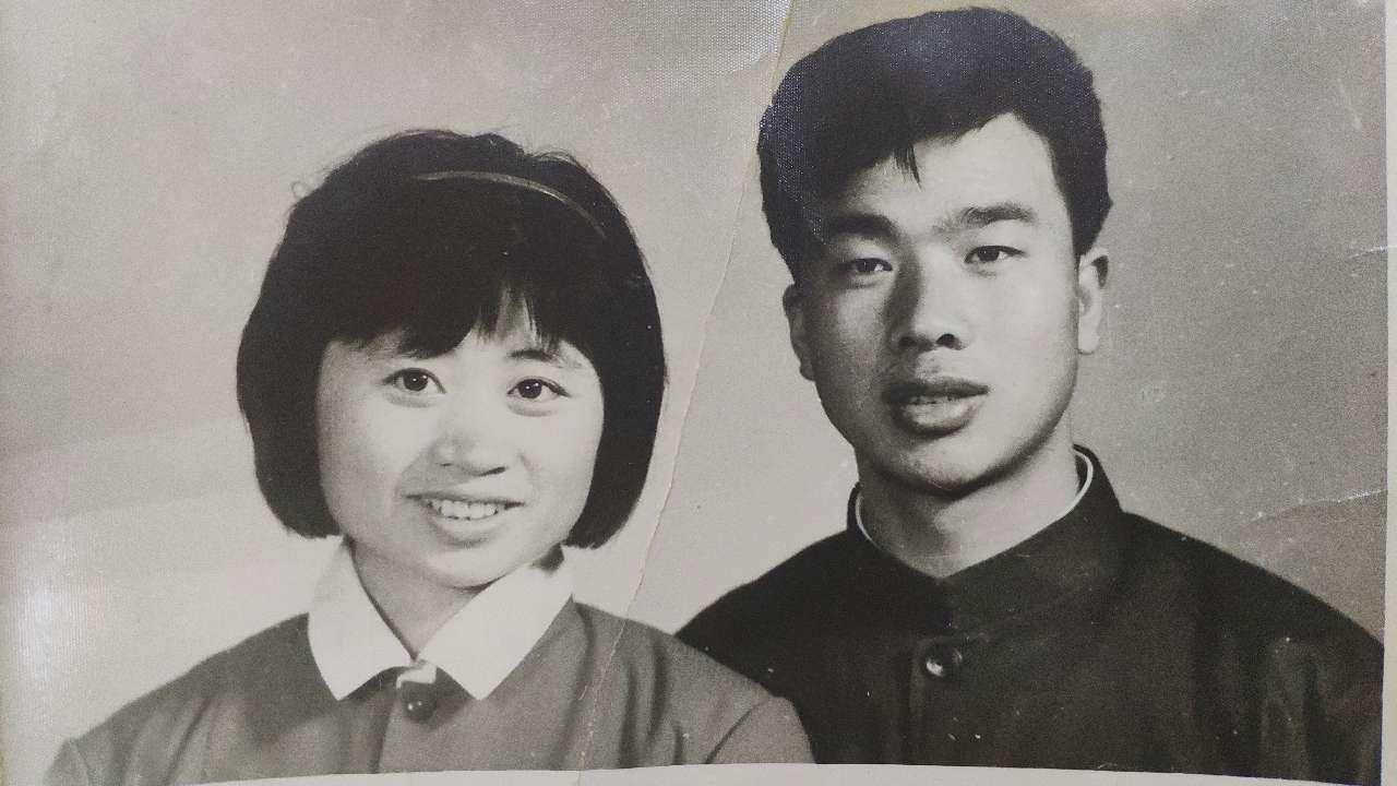 40年红宝石婚见证改革开放 重披婚纱共忆40年峥嵘岁月