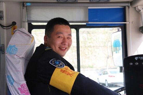 退伍不褪色 济南最美公交驾驶员陈松:立足岗位学雷锋