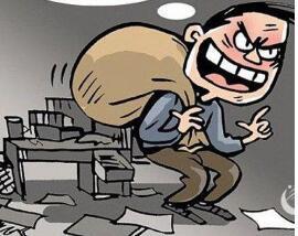 淄博一男子厂区门口偷钢板 被抓竟称:以为是无主物