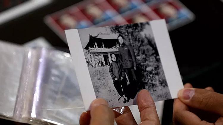 """老照相馆的光阴故事:七旬老人洗印与母亲的唯一合影 称""""想母亲"""""""
