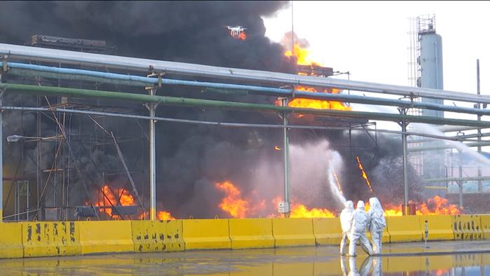 55秒|氨气泄漏、油罐爆炸...聊城举行大型应急救援实战演练