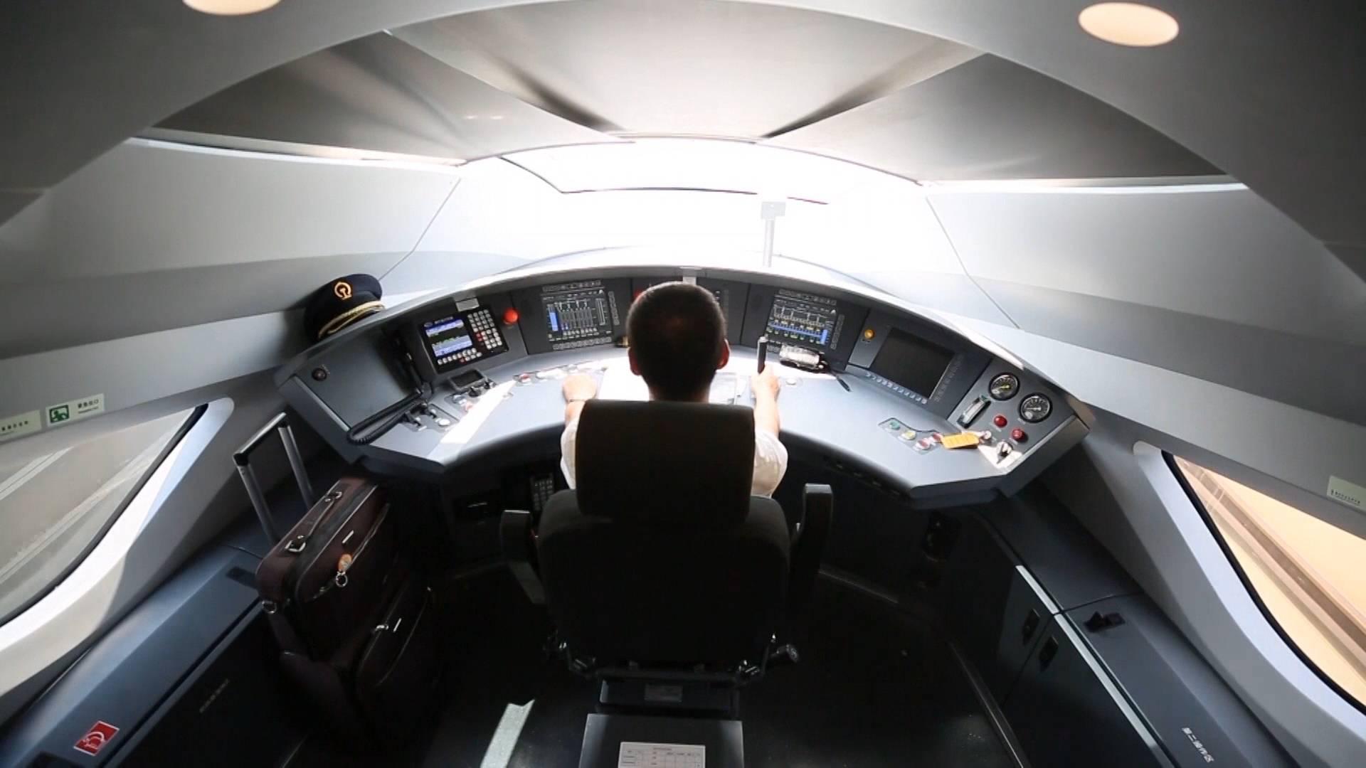 """77秒丨独家揭秘!济青高铁动车组""""复兴号""""驾驶舱内黑科技都有啥?"""