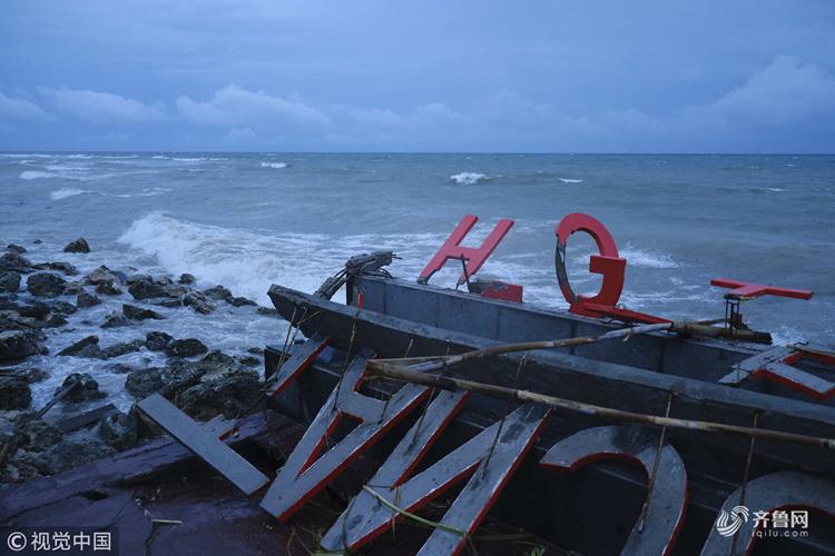 印尼海啸遇难人数升至222人 灾区一片狼藉
