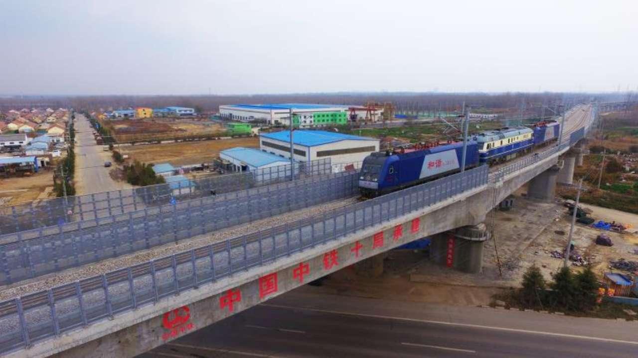 董家口港疏港铁路正式开通 设计时速80KM/h