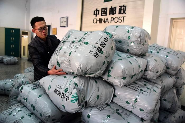 聊城茌平多家单位献爱心 80包物资送往大凉山贫困小学