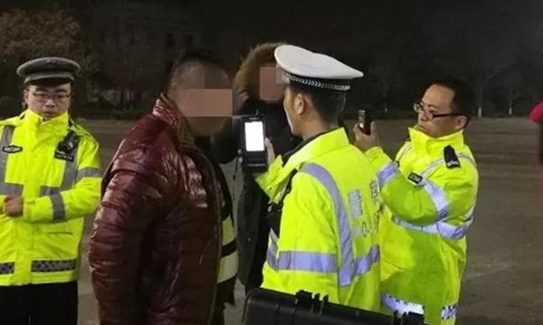 """茌平小伙无证醉驾被查 同车朋友为说情叫女民警""""哥哥"""""""