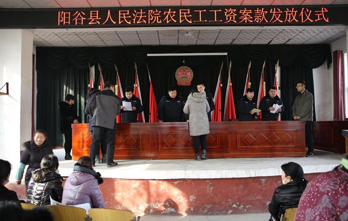 """聊城一食品公司拖欠53名员工工资 法院成功为农民工""""讨薪"""""""