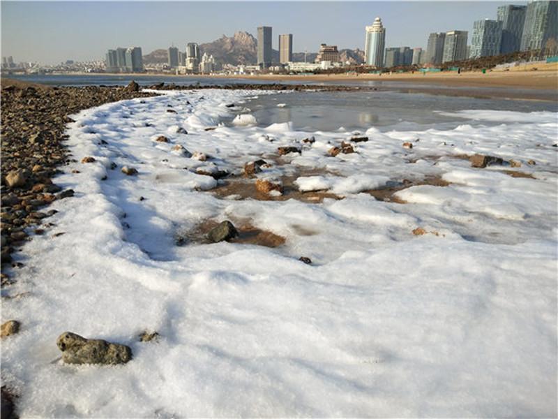 组图:零下7度!青岛迎来入冬最冷一天 海边都冻起来了