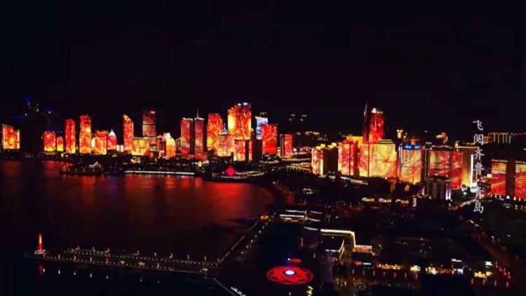 青岛大湾区时代! 在流光溢彩的城区上空流连忘返丨《飞阅齐鲁》