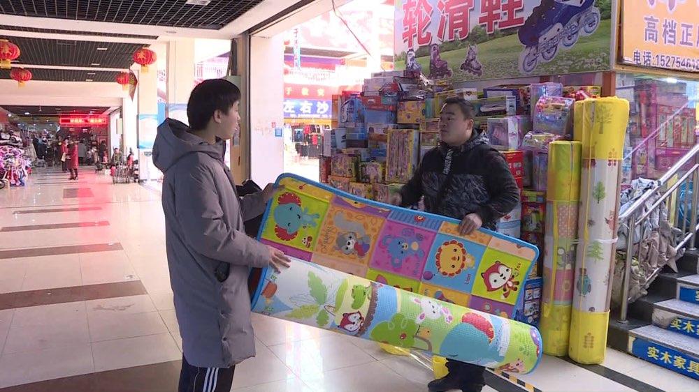 临沂罗庄区鑫辉塑料制品厂生产的鑫辉牌儿童爬行垫不合格