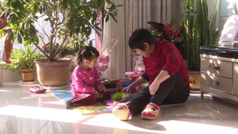 每周质量报告丨如何购买儿童爬行垫 看看专家的建议