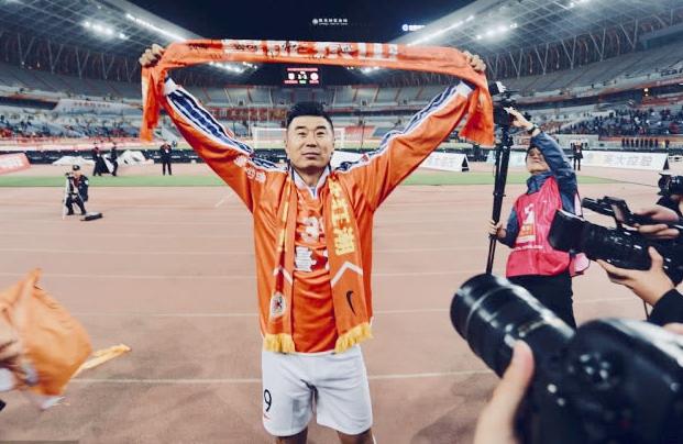 昔日鲁能旗帜韩鹏与北京人和队友道别,未来在哪?还没定