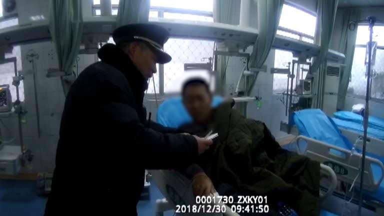 60秒丨乘客列车上腹痛难忍 枣庄西站值班员陪护送医并垫付药费
