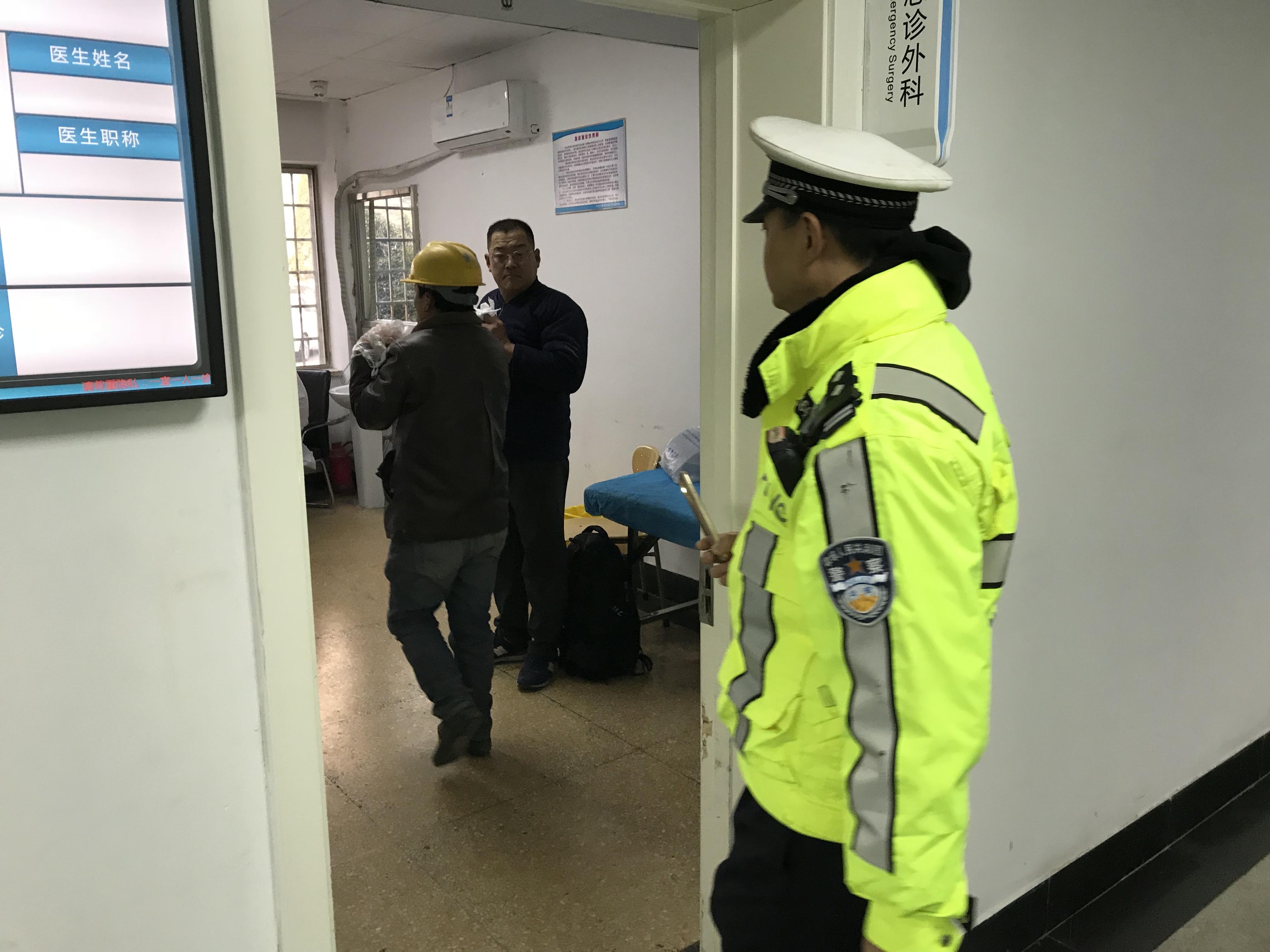 元旦假期 青岛市南交警帮助断指伤员及时就医