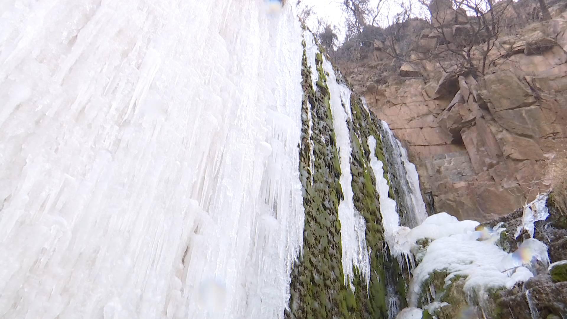 40秒 | 美!严寒天 枣庄龙床水库现冰瀑奇观