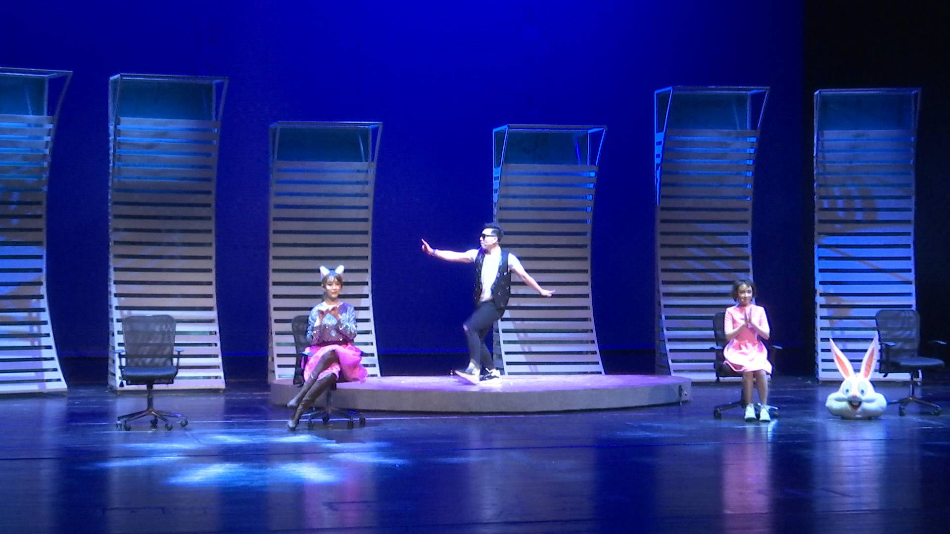 55秒|就是让你笑!爆笑舞台剧《万视可乐》在山东省会大剧院首演