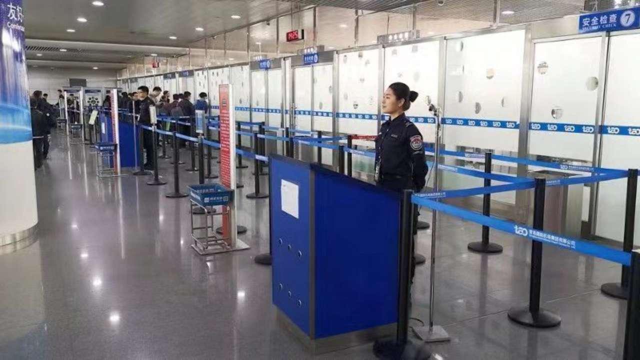 青岛机场安检巧识别 旅客口含火机闯关难
