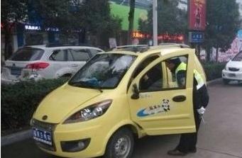 高唐一女驾驶员无证驾驶被查 大耍泼辣将民警咬伤