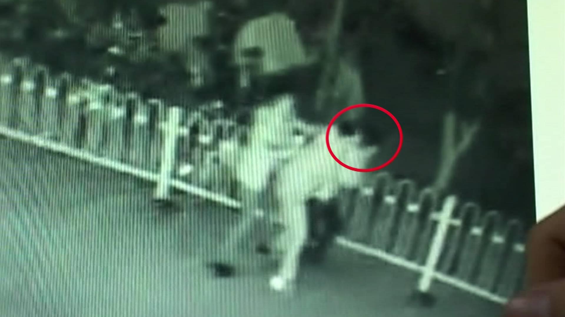 68秒丨淄博小贼偷盗外卖30多次 被民警和外卖小哥围堵抓获