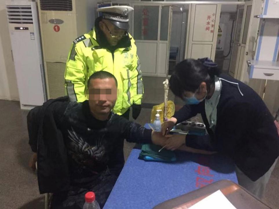 爆表!青岛一司机酒精检测吹出550+数据 交警都惊呆了