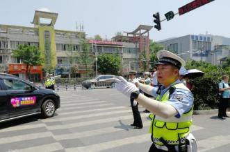 64秒丨淄博:刚出生3天婴儿被烫伤 交警铁骑队紧急护送就医