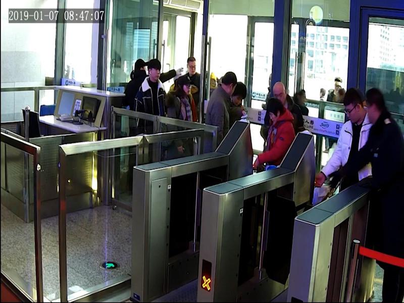 """被""""限高""""后男子冒用他人身份证乘高铁 被行政拘留5日"""