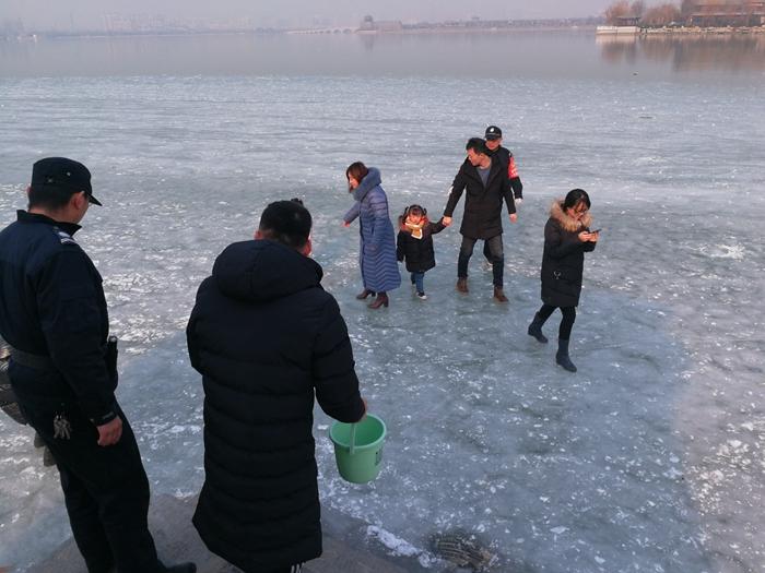 注意!请勿至聊城东昌湖、运河等水域冰面滑冰嬉戏