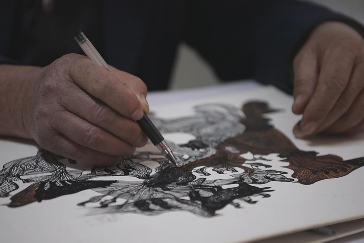 独家组图丨济南最牛宿管用中性笔画出百幅作品 随手一画便出大作